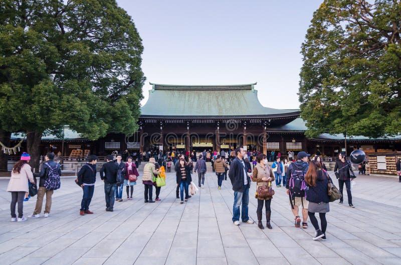 Tokyo Japan - November 23, 2013: Turist- besök Meiji Jingu Shr arkivfoto
