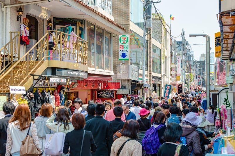 TOKYO JAPAN - Takeshita gata (Takeshita Dori) arkivfoton