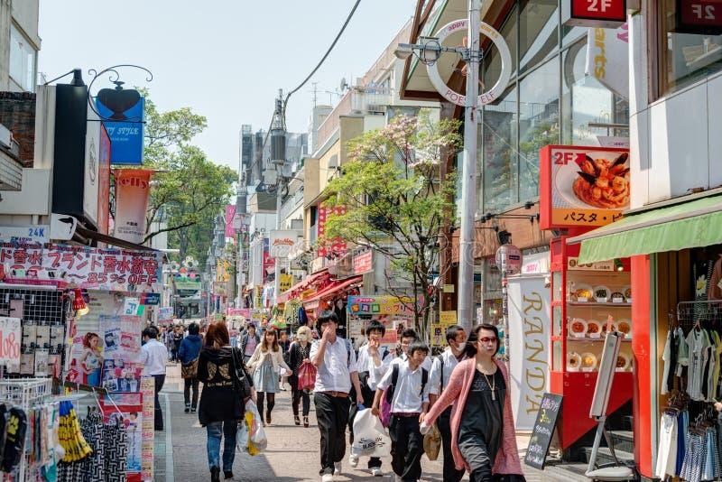 TOKYO JAPAN: Takeshita gata (Takeshita Dori) arkivbild