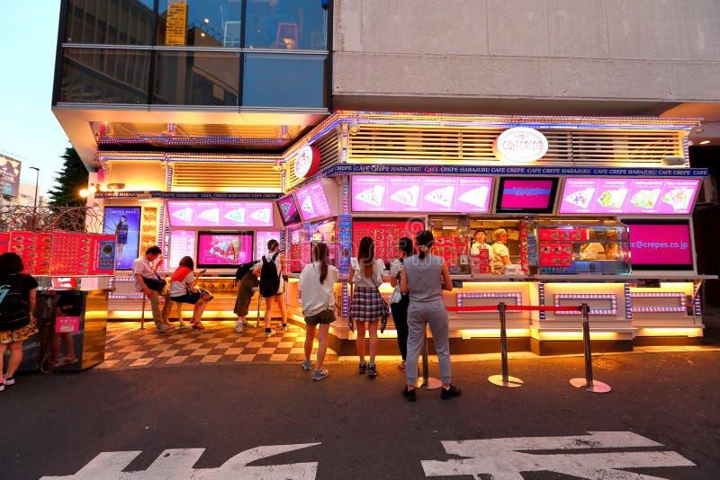 TOKYO JAPAN: Takeshita gata (Takeshita Dori) fotografering för bildbyråer