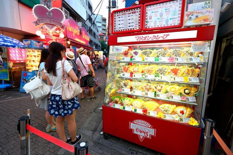 TOKYO JAPAN: Takeshita gata (Takeshita Dori) royaltyfri foto