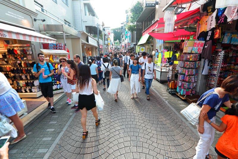 TOKYO JAPAN: Takeshita gata (Takeshita Dori) arkivfoton