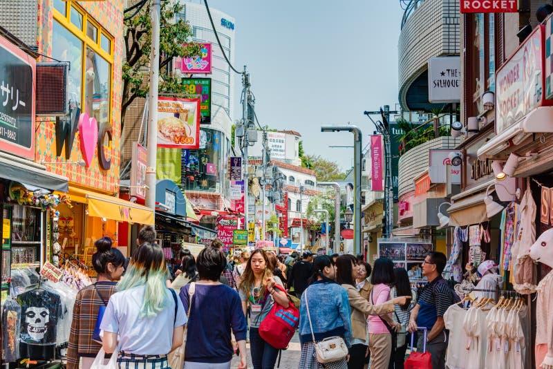 TOKYO, JAPAN: Takeshitastraat (Takeshita Dori) stock afbeeldingen