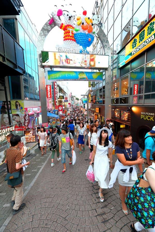 TOKYO, JAPAN: Takeshitastraat (Takeshita Dori) stock foto