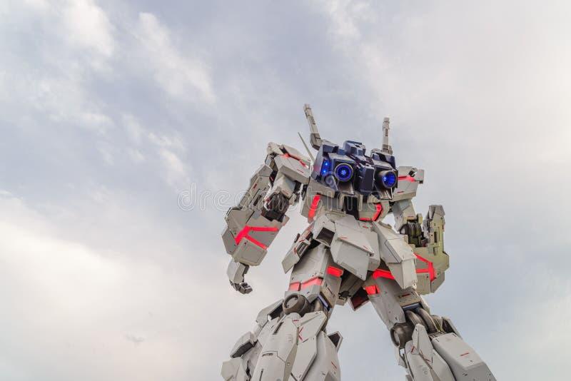 Tokyo, Japon - juillet 2018 : Vue arrière de la Vrai-taille d'Unicorn Gundam RX-0 se tenant devant le plongeur City Tokyo Plaza photo libre de droits