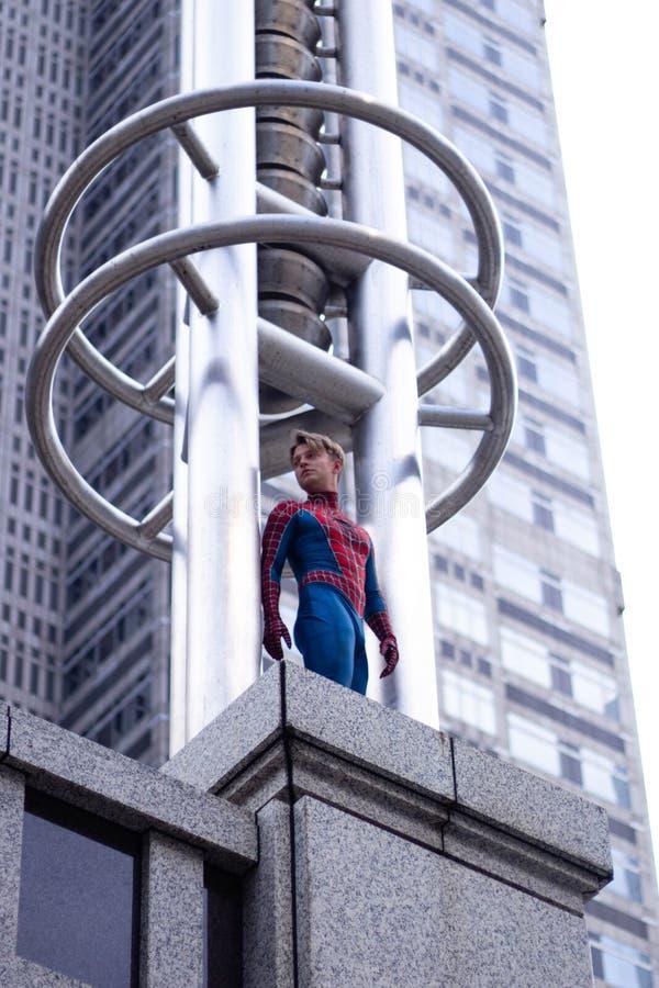 Tokyo, Japon - 15 juin 2019 : Homme dans le spiderman comique de merveille de costume de super héros sur la rue images stock