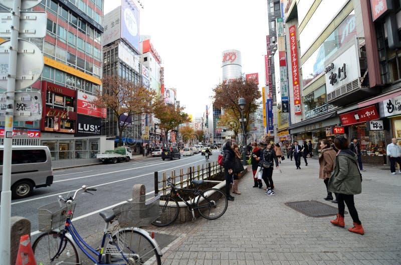 TOKYO, JAPON - 28 NOVEMBRE : Shibuya est connu comme mode de la jeunesse photos libres de droits