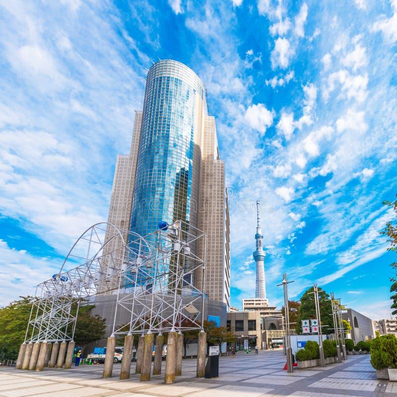 TOKYO, JAPON - 31 OCTOBRE 2017 : Gratte-ciel et ` de tour de TV l'arbre merveilleux du ` de Tokyo Copiez l'espace pour le texte image stock