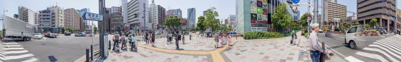 TOKYO - 22 MAGGIO 2016: Turisti vicino alla stazione di Kachidoki Tokyo ATT fotografia stock
