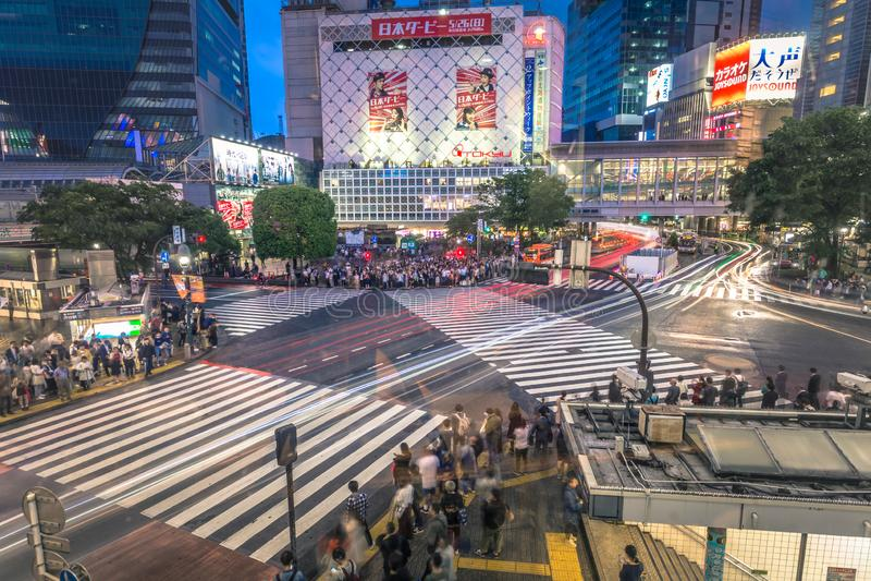 Tokyo - Mei 21, 2019: Gooi kruising in het district van Shibuya in Tokyo, Japan door elkaar stock fotografie