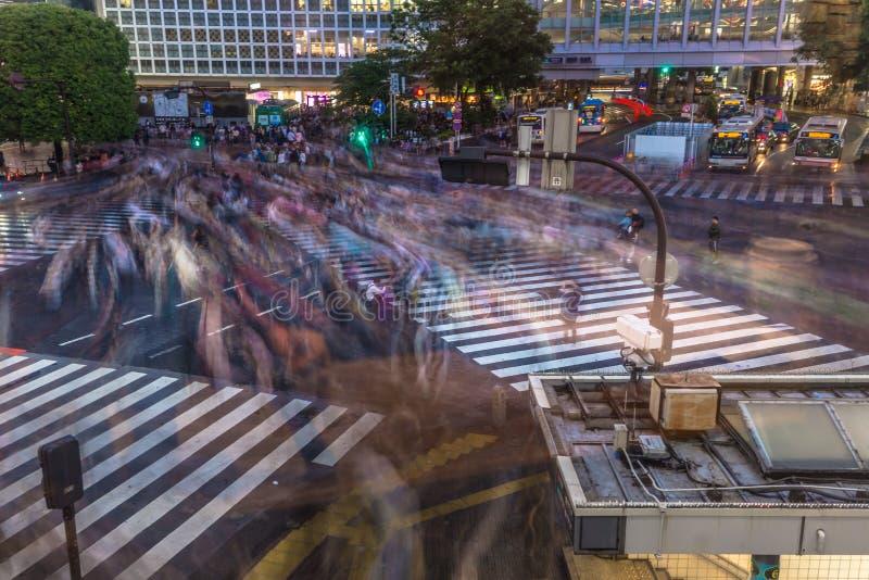 Tokyo - Mei 21, 2019: Gooi kruising in het district van Shibuya in Tokyo, Japan door elkaar royalty-vrije stock afbeelding