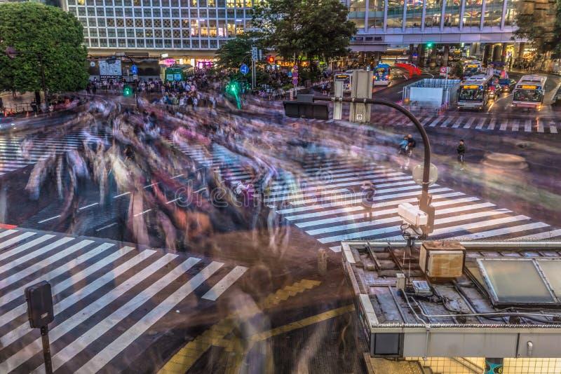 Tokyo - Mei 21, 2019: Gooi kruising in het district van Shibuya in Tokyo, Japan door elkaar stock afbeelding