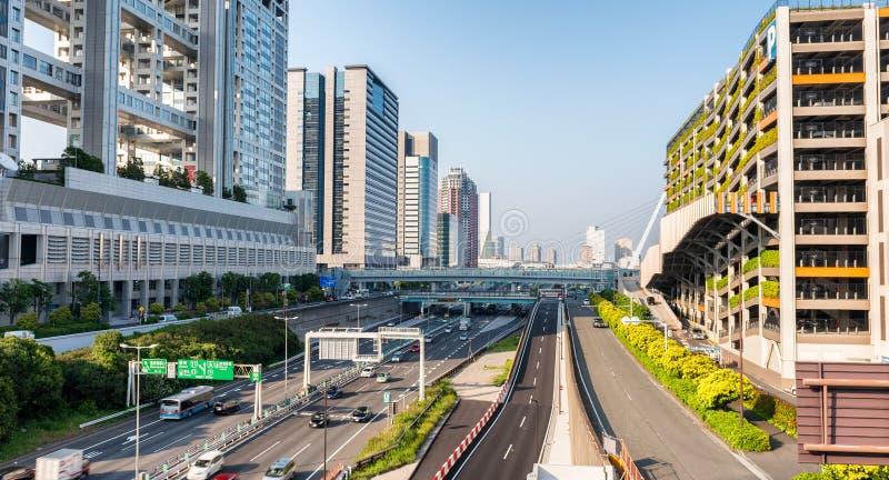 TOKYO - MEI 22, 2016: Metropolitaanse Snelweg in Odaiba Tokyo T royalty-vrije stock fotografie
