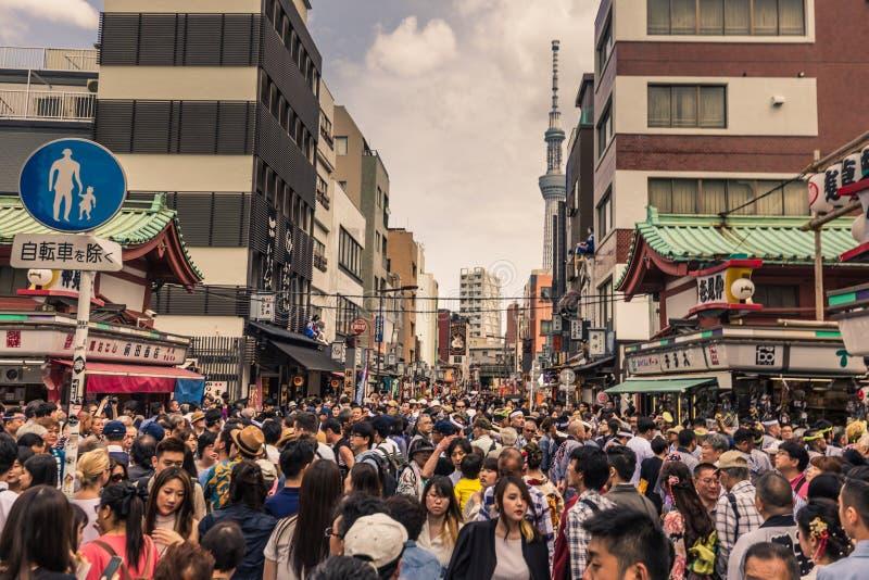 Tokyo - Mei 18, 2019: Sanja Matsuri Festival-menigte in Asakusa, Tokyo, Japan royalty-vrije stock afbeeldingen