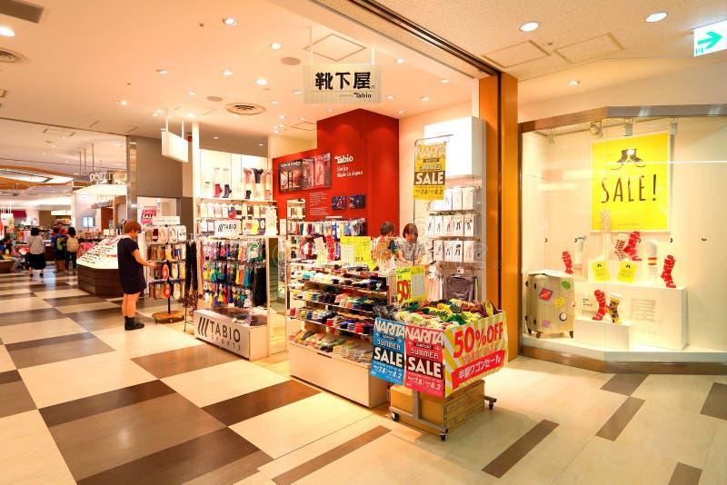 Tokyo: Narita flygplats, för invandring kontrollerar in återförsäljnings- område royaltyfri foto
