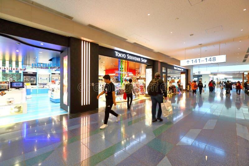 Tokyo: Narita luchthaven na immigratiecontrole op kleinhandelsgebied royalty-vrije stock fotografie