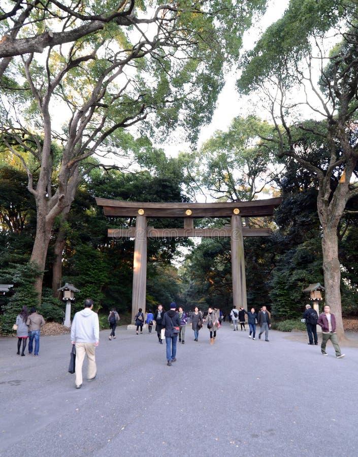 Download TOKYO - 23 NOV.: De Torii-Poort In Meiji Jingu Redactionele Fotografie - Afbeelding bestaande uit japan, heiligdom: 39116537