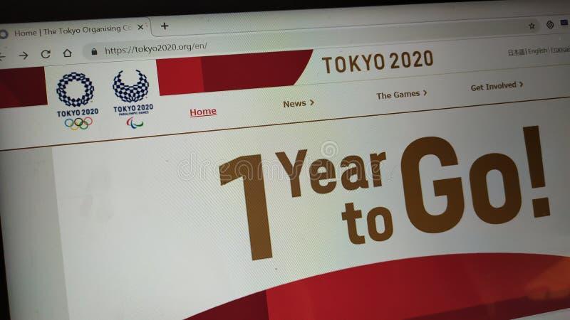 Tokyo 2020 Olympische spelen op officiële olympische spelenwebpagina op laptop het scherm royalty-vrije stock foto