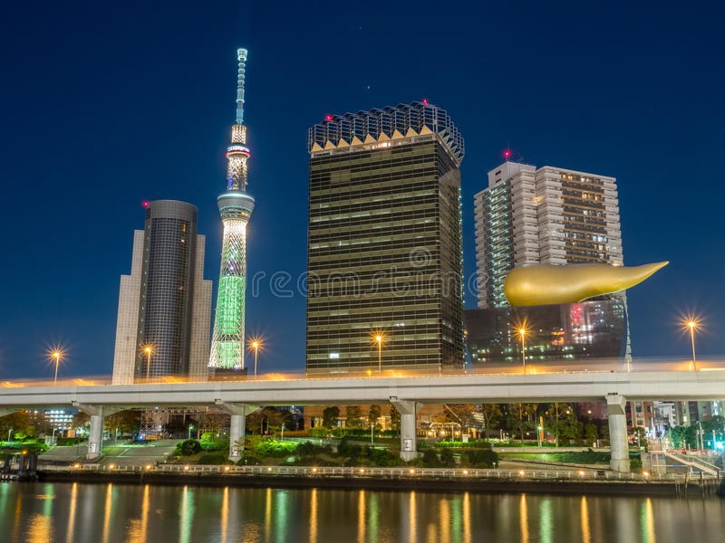 Tokyo Skytree nella vista della luce notturna fotografia stock
