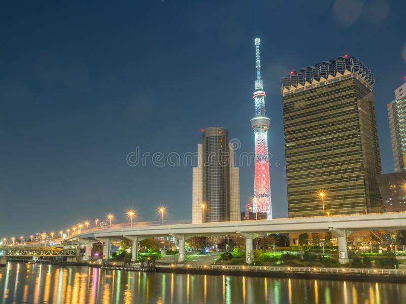 Tokyo Skytree nella vista della luce notturna immagine stock
