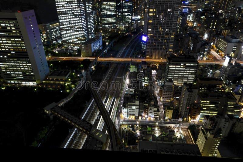 Tokyo-Stadtskyline mit Nachtlicht und Eisenbahn, Japan stockbilder