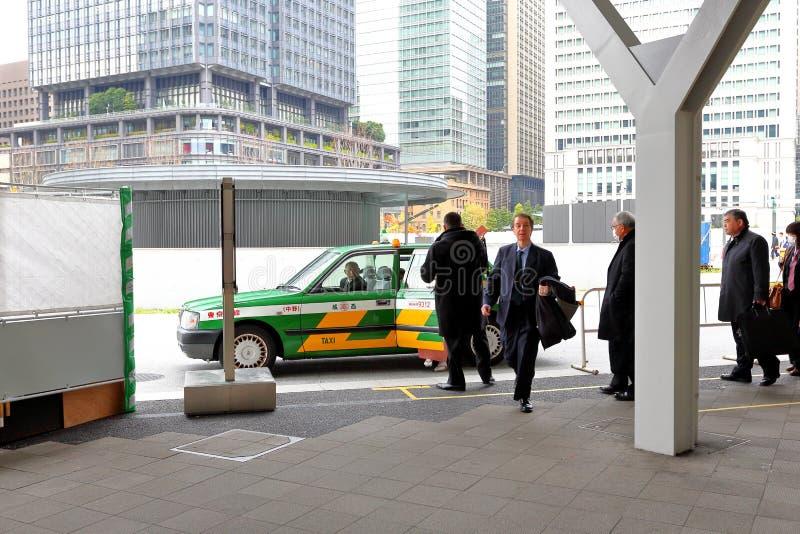 Tokyo: Taxi bij de post van Tokyo JR stock foto