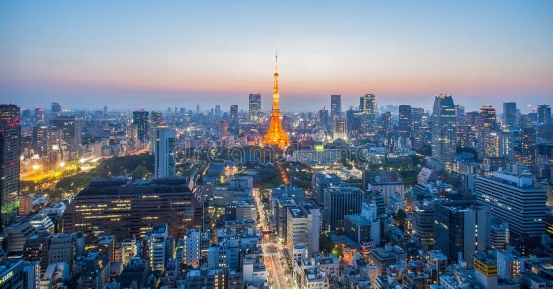 Tokyo torn- och Tokyo stad royaltyfri bild