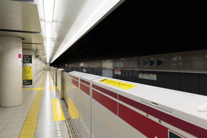 Tokyo-U-Bahntunnel und -station stockbilder