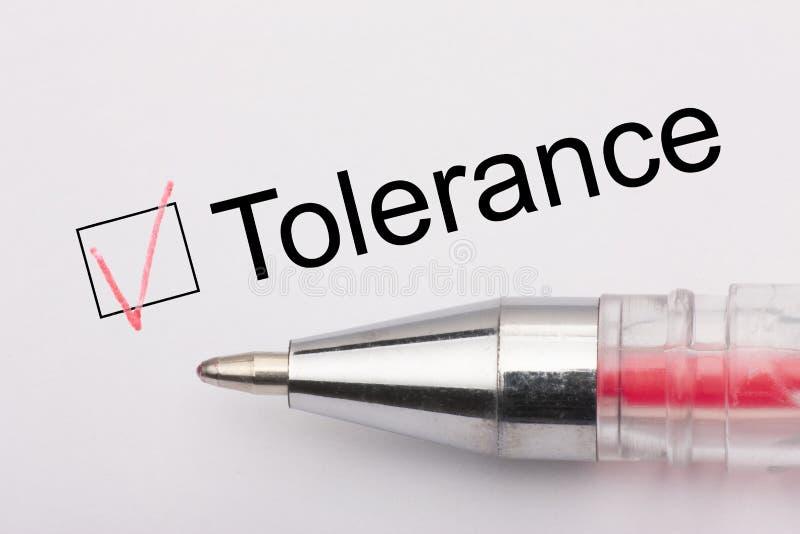 Tolérance - checkbox avec une croix sur le livre blanc avec le stylo Concept de liste de contr?le images stock
