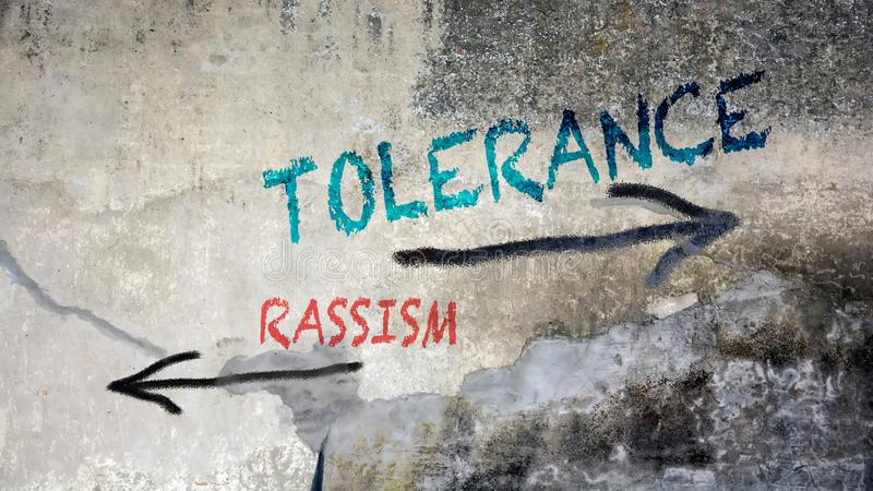 Tolérance de graffiti de mur contre Rassism image libre de droits