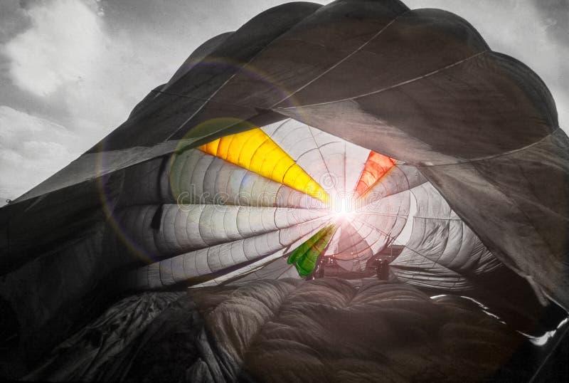 Toldo de un paracaídas en contraluz fotografía de archivo libre de regalías
