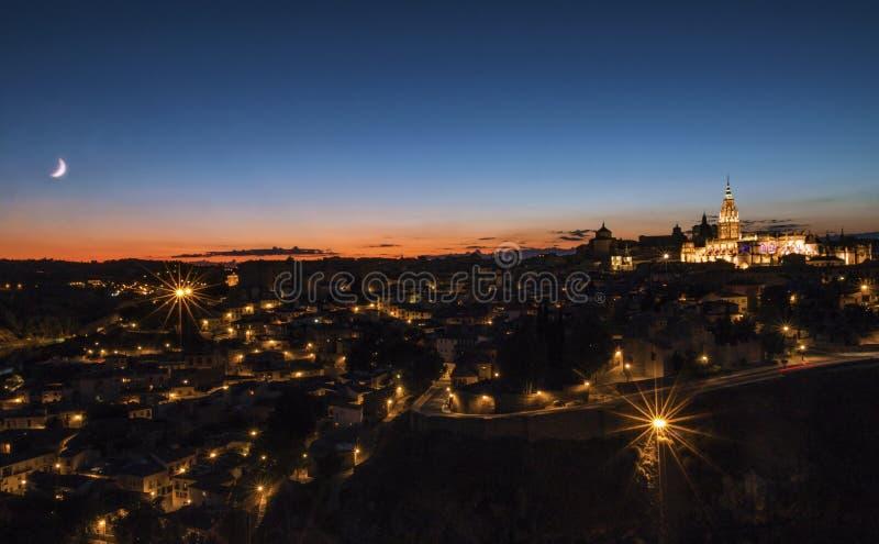 Toledo bij nacht stock afbeelding