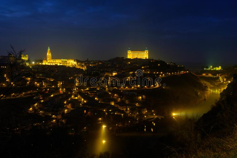 Toledo bij nacht en mistig royalty-vrije stock foto's
