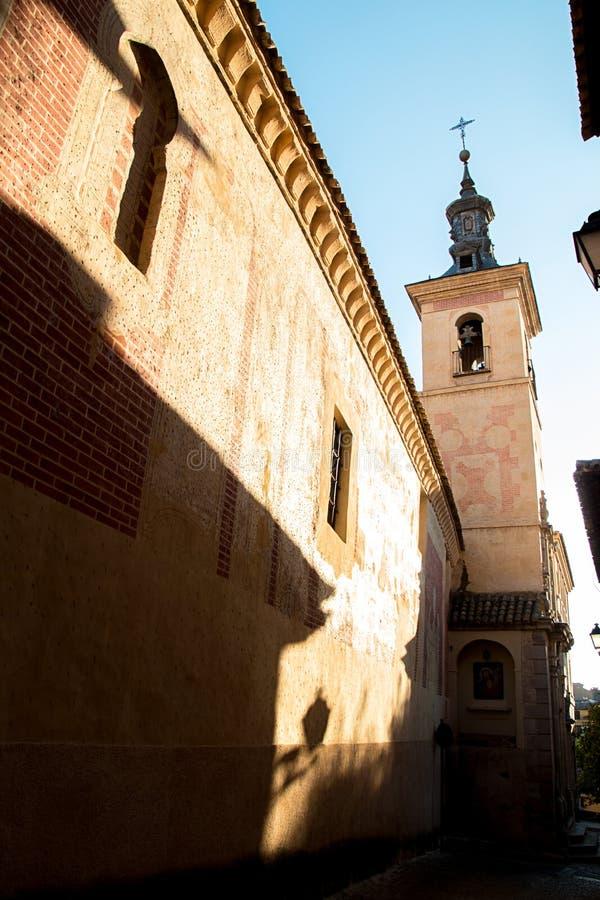 Toledo Castilla-La Mancha, Spanien Gammal medeltida stadstadshorisont kyrkligt gammalt royaltyfria foton