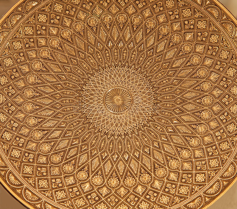 Toledo - detalhe de placa damascening típica. Artesanato tradicional com metal fotos de stock