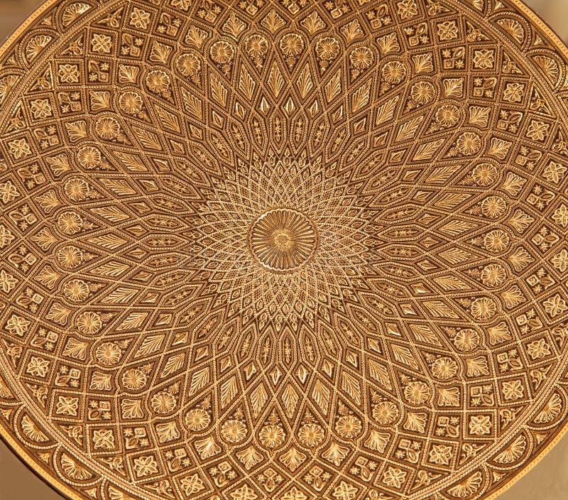 Toledo - detalle de la placa damascening típica. Artesanía tradicional con el metal fotos de archivo