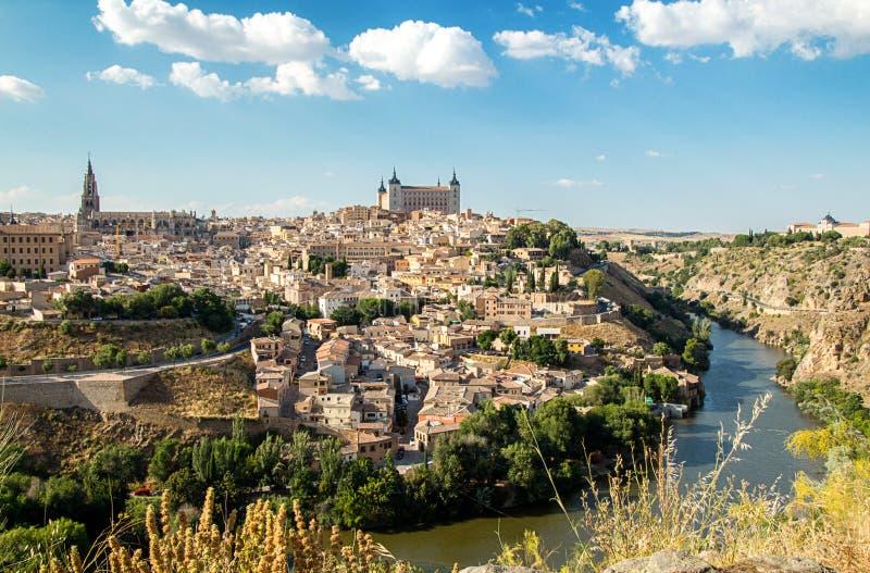 Toledo, los angeles Mancha, Hiszpania Stary średniowieczny grodzki miasta linia horyzontu Pejzaż miejski przy katedrą i Alcazar obrazy stock