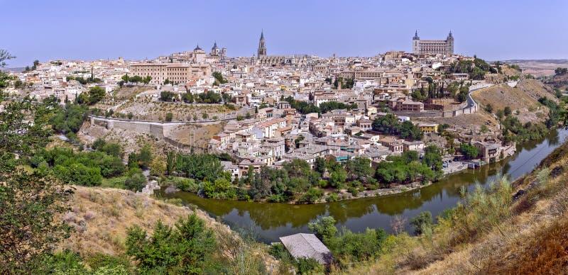Toledo mit Fluss Tajo stockfotos