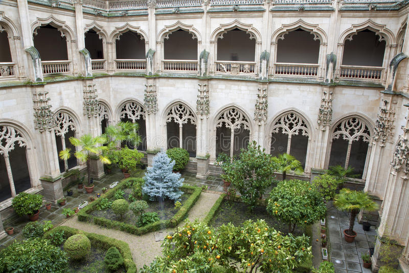 Toledo - oreillette gothique de monastère de St John des rois photo stock