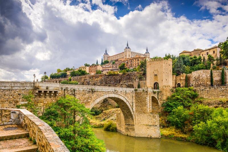 Toledo Spain på floden royaltyfri foto
