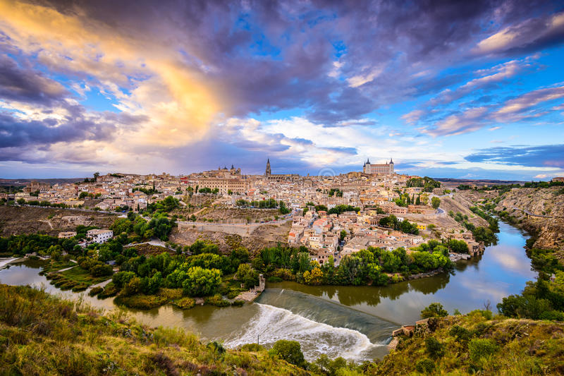 Toledo Spanien gammal stadhorisont arkivbild