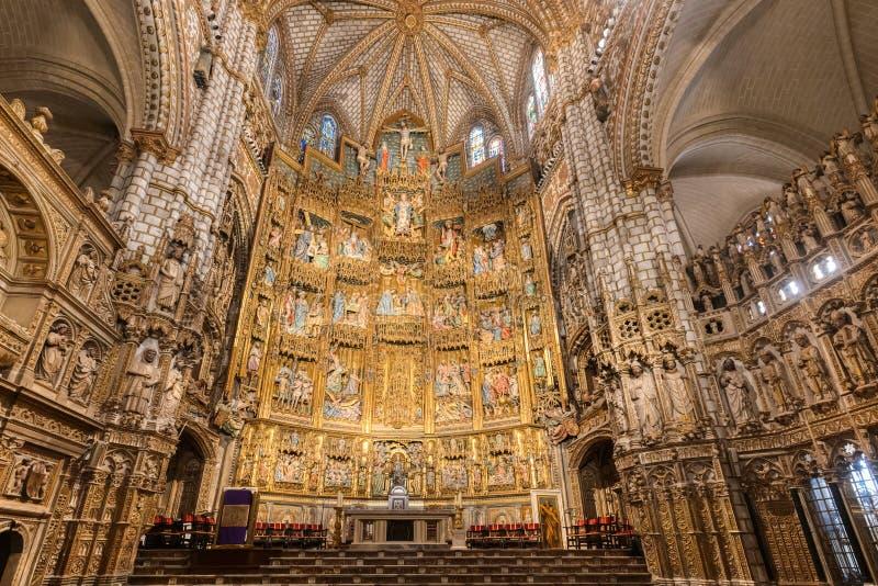 TOLEDO SPANIEN - MARS 23, 2019: Sikt av inre av helgonet Mary Cathedral i Toledo, Spanien fotografering för bildbyråer