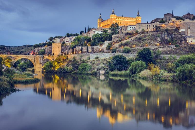 Toledo Spanien på Taguset River arkivbild