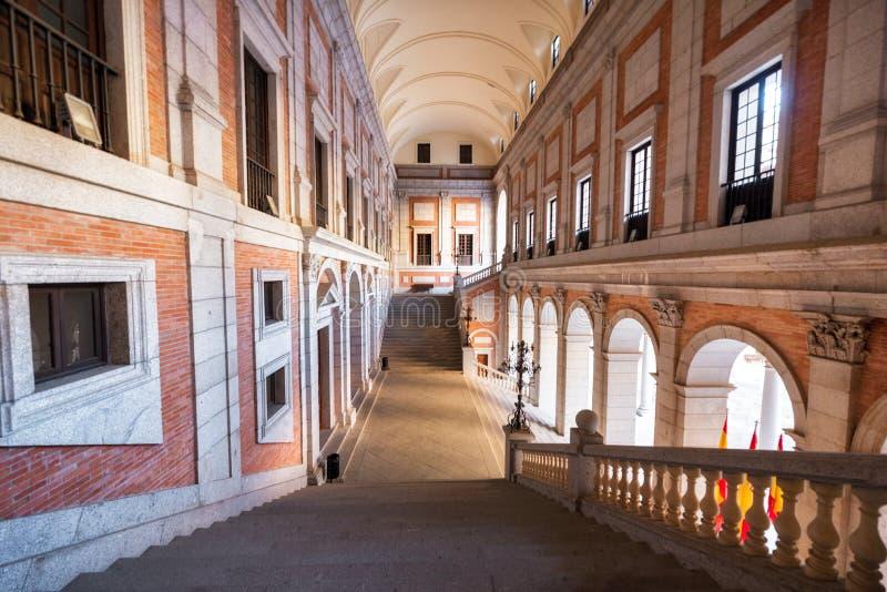Toledo, Spanje - December 16, 2018: Binnenlandse binnenplaats van Alcazar van Toledo, Castilla La Mancha, Spanje royalty-vrije stock fotografie