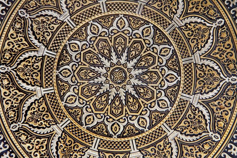 Toledo - specificera av typisk damascening pläterar. arkivfoto