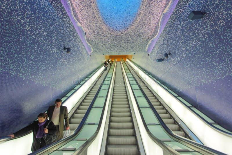 Toledo Underground station i Naples, Italien arkivfoton