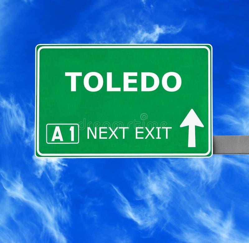 TOLEDO-Verkehrsschild gegen klaren blauen Himmel lizenzfreie stockbilder
