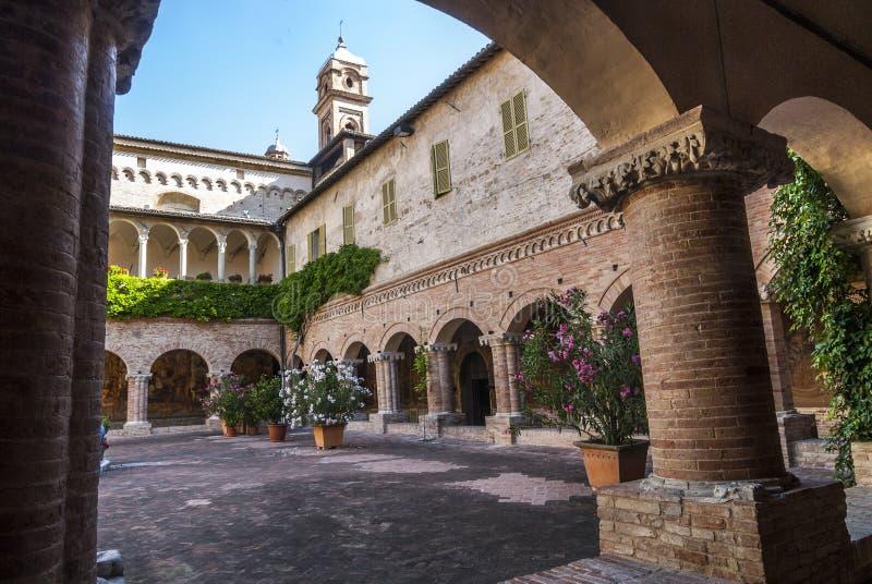 Tolentino - chiesa di San Nicola, convento fotografie stock libere da diritti