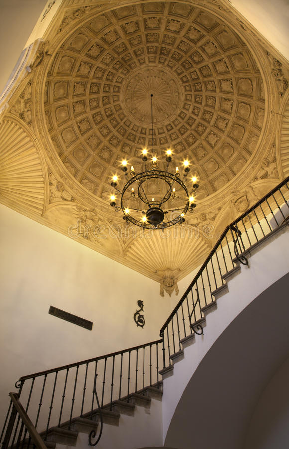 Toleod - Stropować schodki w monasterze święty John królewiątka w mudejar stylu fotografia stock
