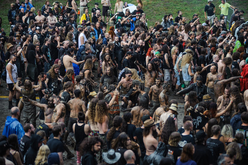 Tolmin Slovenia, Lipiec, - 25th: Ciężkich Metali fan headbanging w a. M. na Metaldays festiwalu na Lipu 24th, 2016 w Tolmin, Slov obrazy stock